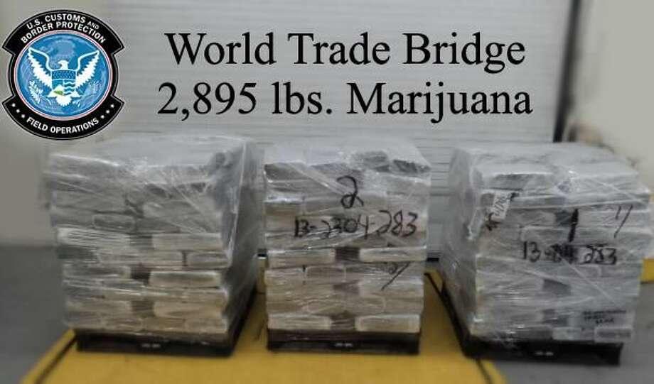 Mas de dos toneladas de marihuana se confiscaron en el Puente del Comercio Mundial. (Foto de cortesía)