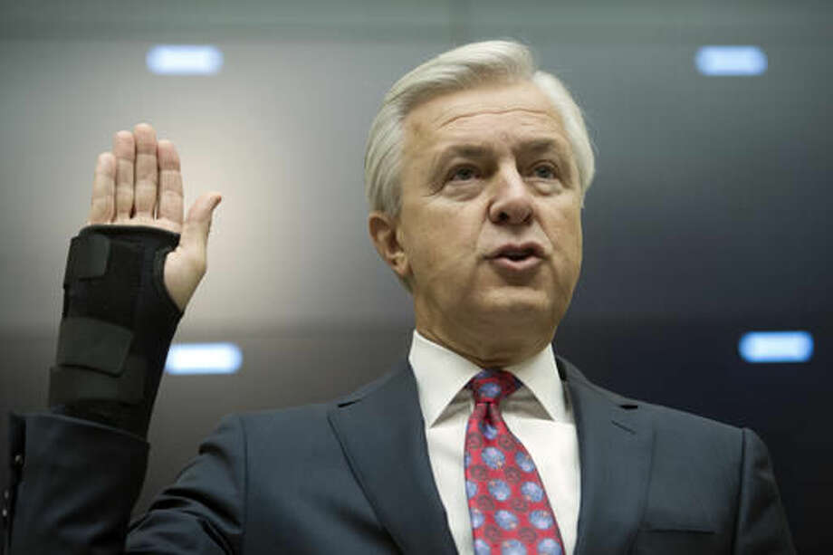 Wells Fargo CEO John Stumpf is sworn in on Capitol Hill in Washington, Thursday, Sept. 29, 2016, prior to testifying before the House Financial Services Committee investigating Wells Fargo's opening of unauthorized customer accounts. (AP Photo/Cliff Owen)