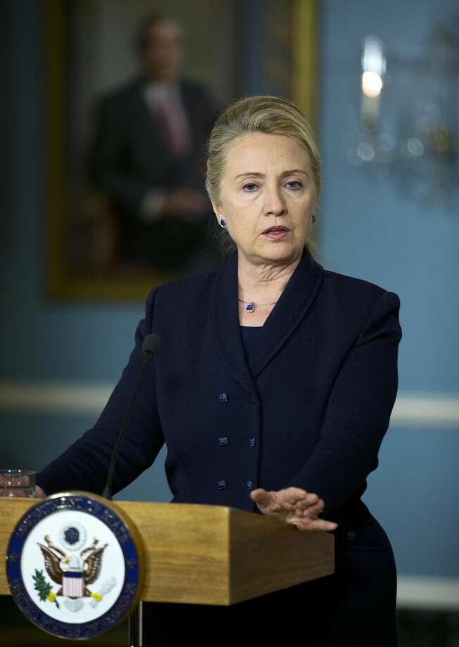 En esta fotografía se ve a la secretaria de Estado Hillary Rodham Clinton mientras habla en una conferencia de prensa en noviembre. (Foto AP/Manuel Balce Ceneta)