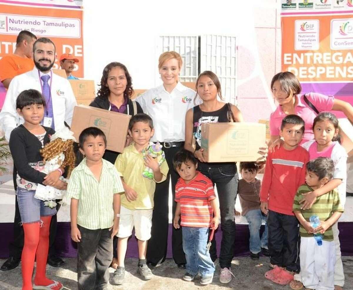 Familias, niños y adultos mayores, recibieron despensas esta semana de parte del programa