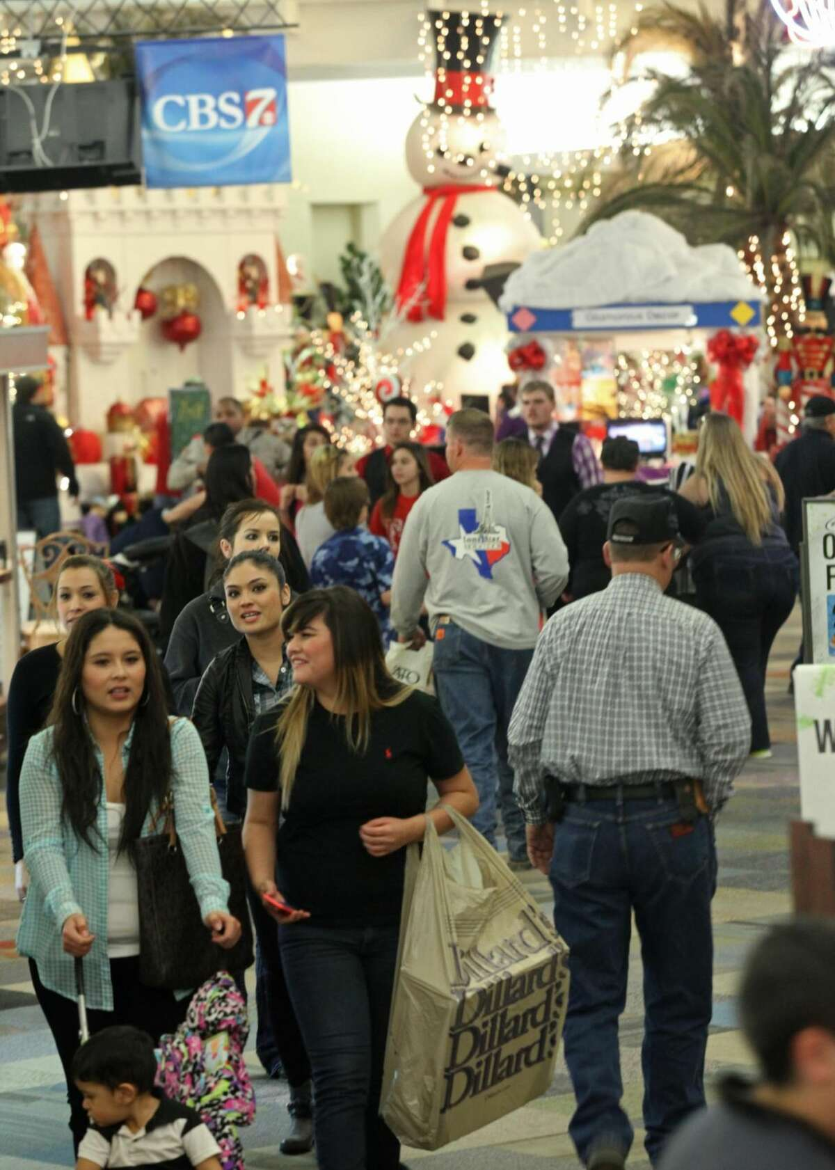 Last-minute shopping Diana Sanchez, left, and her sister-in-law Cassandra Cervantes talk while shopping at the Music City Mall in Odessa, Texas, on Monday, Dec. 23, 2013. The mall was packed with many shoppers with two days left before Christmas. (AP Photo/Odessa American, Ryan Evon)
