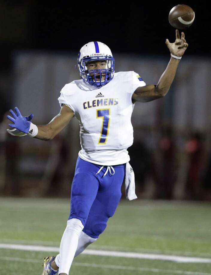 Buffalo quarterback Frank Harris throws in the first half as Judson hosts Clemens at Rutledge Stadium on October 21, 2016 Photo: TOM REEL, STAFF / SAN ANTONIO EXPRESS-NEWS / 2016 SAN ANTONIO EXPRESS-NEWS