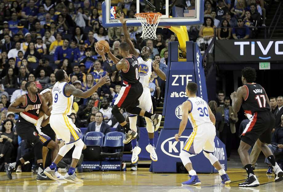 Draymond Green (23) tries to block a shot by Damian Lillard (0) during the first half as the Warriors played the Portland Trail Blazers during a pre-season game at Oracle Arena in Oakland, Calif., on Friday, October 21, 2016. Photo: Carlos Avila Gonzalez, The Chronicle