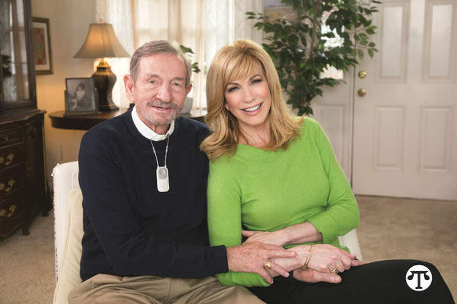 Talk show host Leeza Gibbons and her father Carlos. (NAPS)