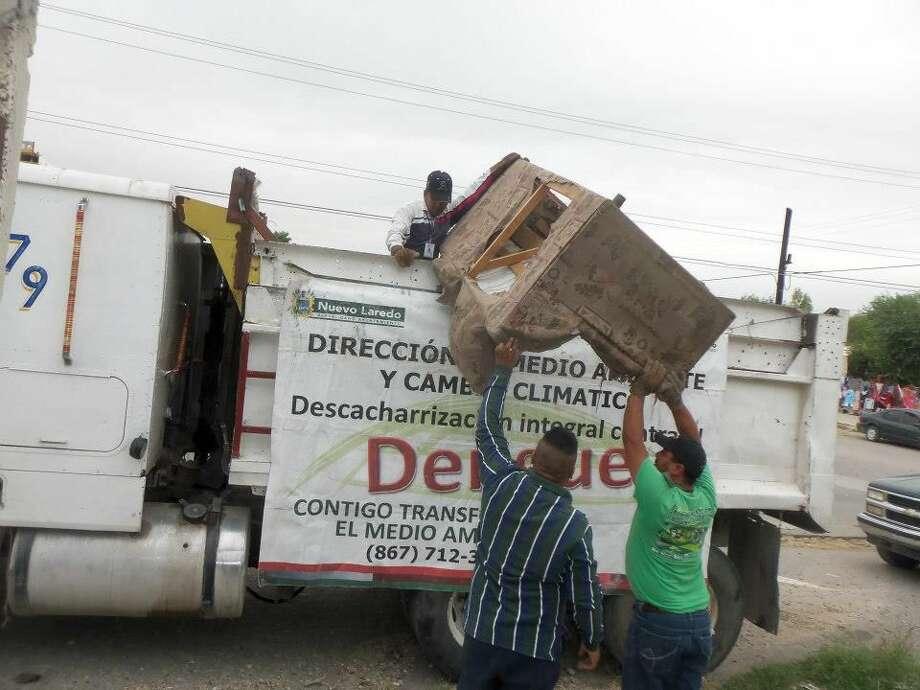 Residentes de las colonias Lomas del Rey y Alazanas tendrán la oportunidad de deshacerse de muebles inservibles durante la campaña de descacharrización esta semana en Nuevo Laredo, México. (Foto de cortesía)