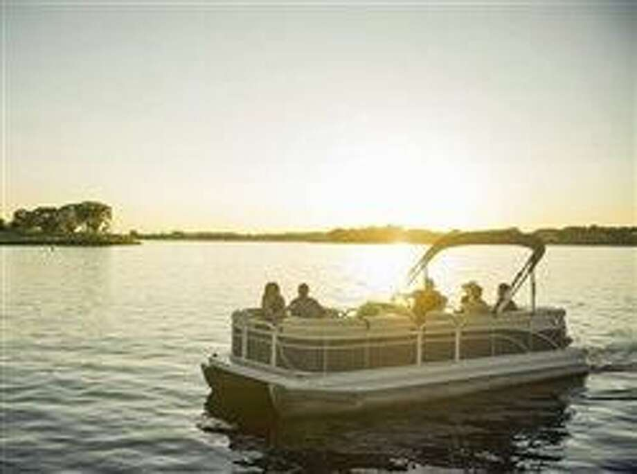 5 easy ways to relax, recharge and have fun on a boat