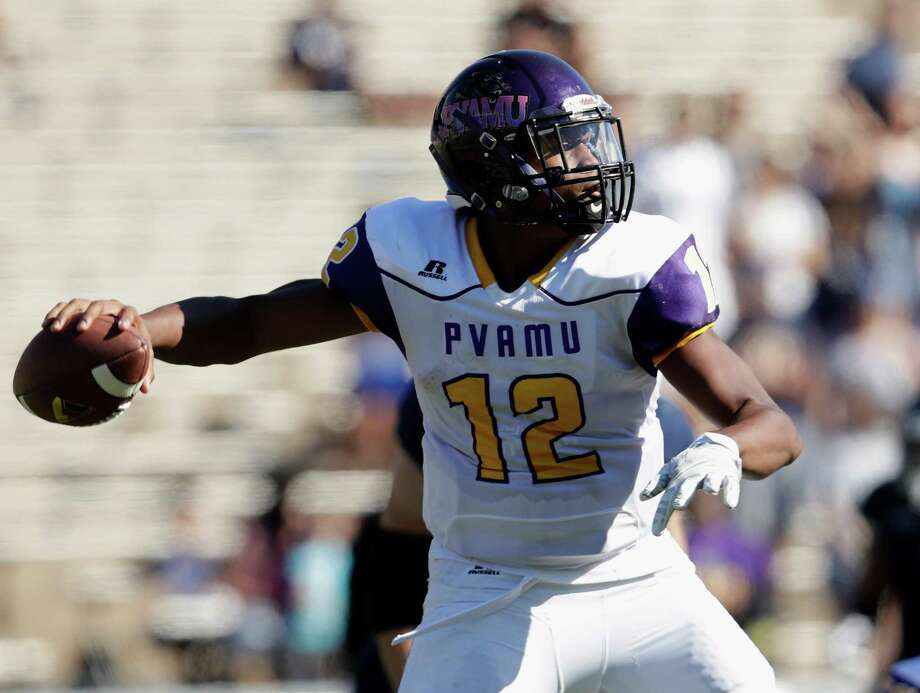 Prairie View A&M Panthers quarterback Jalen Morton (12) drops to pass in the second quarter during the NCAA football game between the Prairie View A&M Panthers and the Rice Owls at Rice Stadium in Houston, TX on Saturday, October 22, 2016.   The Owls lead the Panthers 45-14 at halftime. Photo: For The Chronicle / Houston Chronicle
