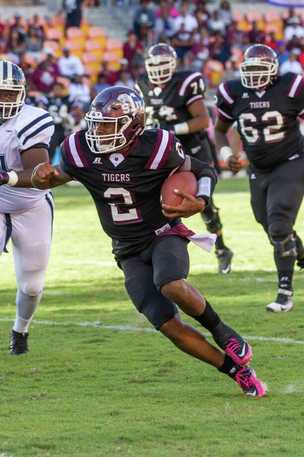 October 22 2016:  Texas Southern Tigers quarterback Averion Hurts (2) runs with the ball during the NCAA football game between the Jackson State Tigers and Texas Southern Tigers, Texas.  (Leslie Plaza Johnson/Freelance) Photo: Leslie Plaza Johnson, For The Chronicle / Freelance