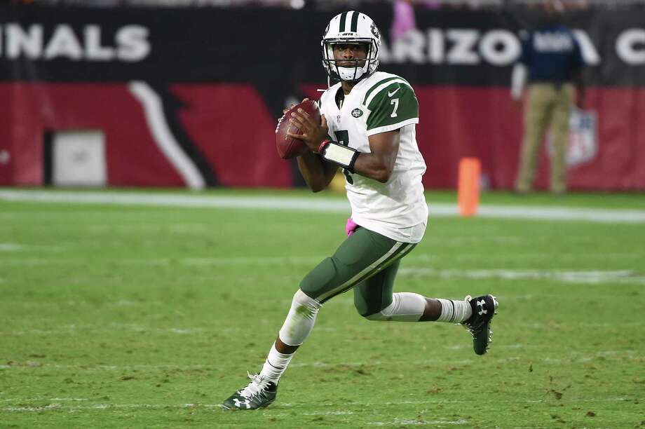 GLENDALE, AZ - OCTOBER 17:  Quarterback Geno Smith #7 of the New York Jets scrambles to make a pass against the Arizona Cardinals during the fourth quarter of the NFL game at University of Phoenix Stadium on October 17, 2016 in Glendale, Arizona. The Cardinals defeated the Jets 28-3.  (Photo by Norm Hall/Getty Images) ORG XMIT: 663672415 Photo: Norm Hall / 2016 Getty Images
