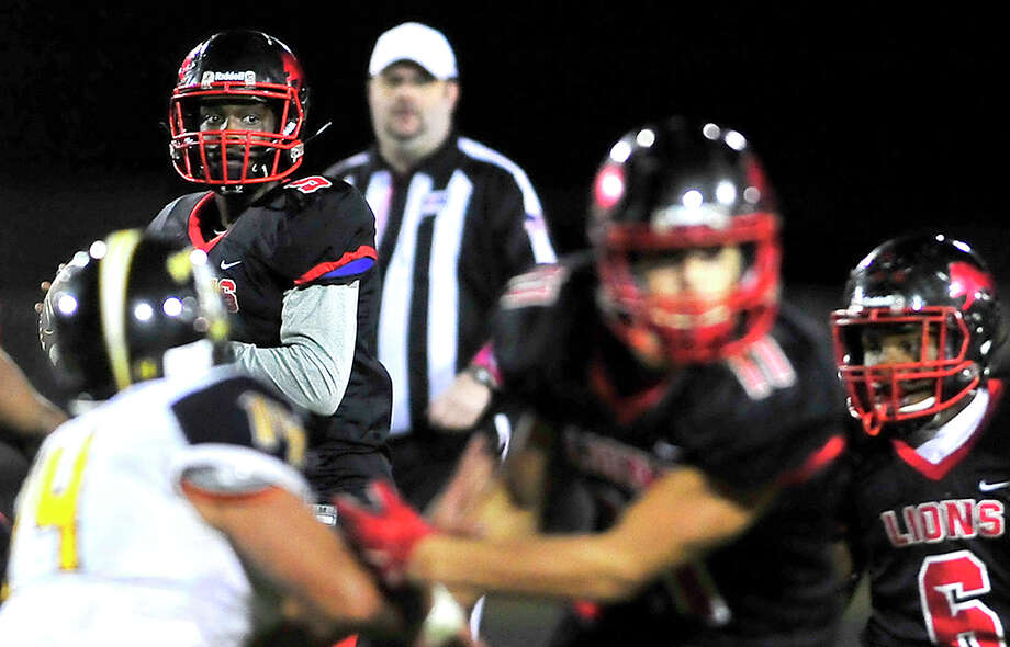 Kountze's Dallion Edwards looks for an open receiver as the o-line holds off Woodville's defense during Friday's game at Kountze. Photo taken Friday, October 21, 2016 Kim Brent/The Enterprise Photo: Kim Brent / Beaumont Enterprise