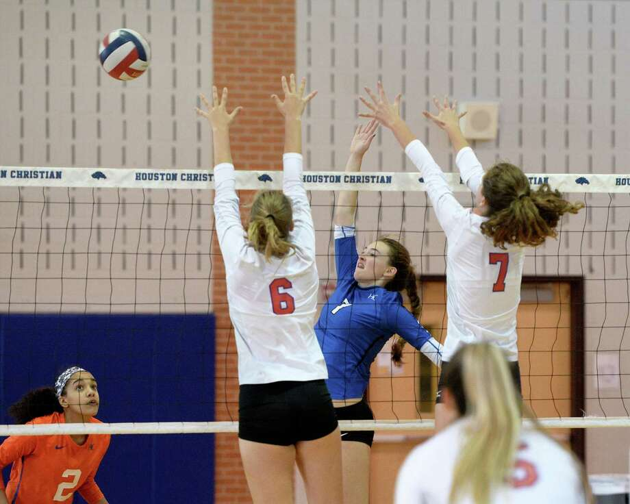 Rachel Goudeau of Houston Christian hits a kill shot during the third set of a high school volleyball game between the Houston Christian Mustangs and the St. Stephens Episcopal Bulldogs on October 22, 2016 at Houston Christian High School, Houston, TX. Photo: Craig Moseley, Houston Chronicle / ©2016 Houston Chronicle