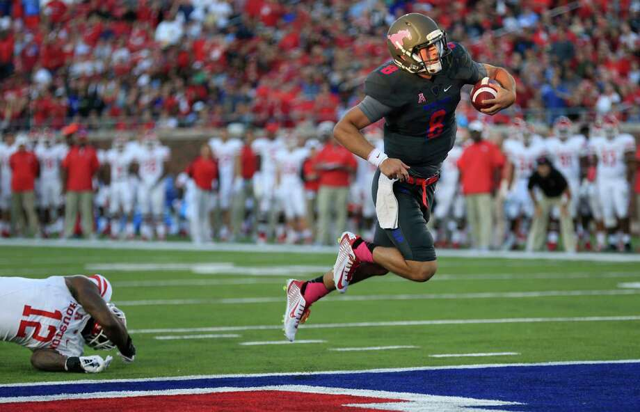 SMU quarterback Ben Hicks (8) escapes from Houston linebacker D'Juan Hines (12) to score a touchdown during the first half of an NCAA college football game, Saturday, Oct. 22, 2016, in Dallas. (AP Photo/Ron Jenkins) Photo: Ron Jenkins, Associated Press / FR171331 AP