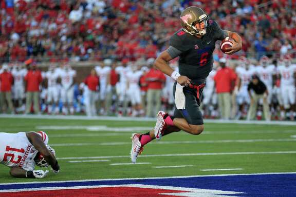 SMU quarterback Ben Hicks (8) escapes from Houston linebacker D'Juan Hines (12) to score a touchdown during the first half of an NCAA college football game, Saturday, Oct. 22, 2016, in Dallas. (AP Photo/Ron Jenkins)