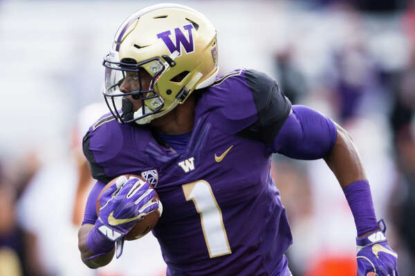 Washington wide receiver John Ross runs the ball after a reception in the first half of an NCAA football game against Oregon State at Husky Stadium on Saturday, Oct. 22, 2016.