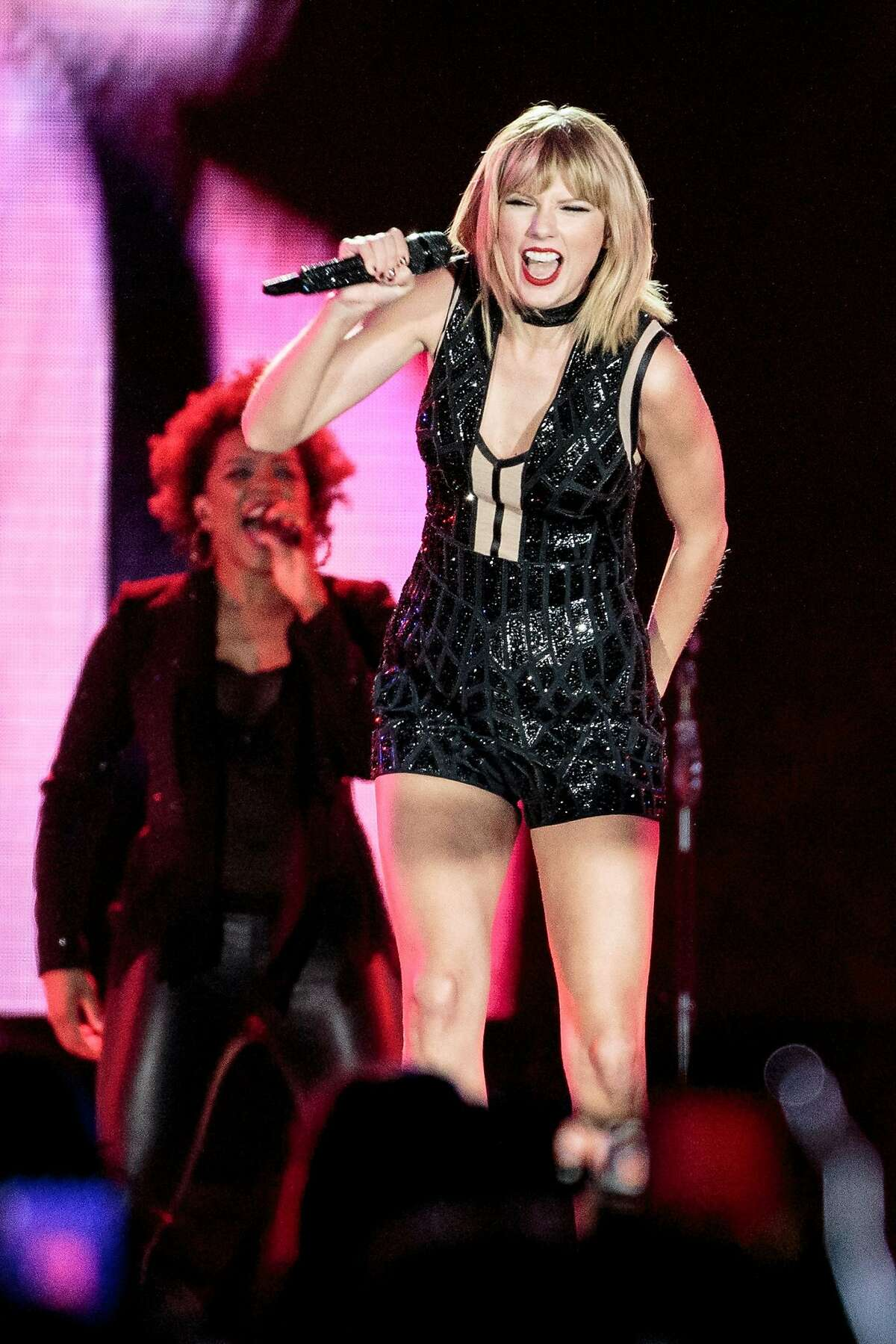 Singer-songwriter Taylor Swift performs her only full concert of 2016 during the Formula 1 United States Grand Prix at Circuit of The Americas on October 22, 2016 in Austin, Texas. / AFP PHOTO / SUZANNE CORDEIROSUZANNE CORDEIRO/AFP/Getty Images