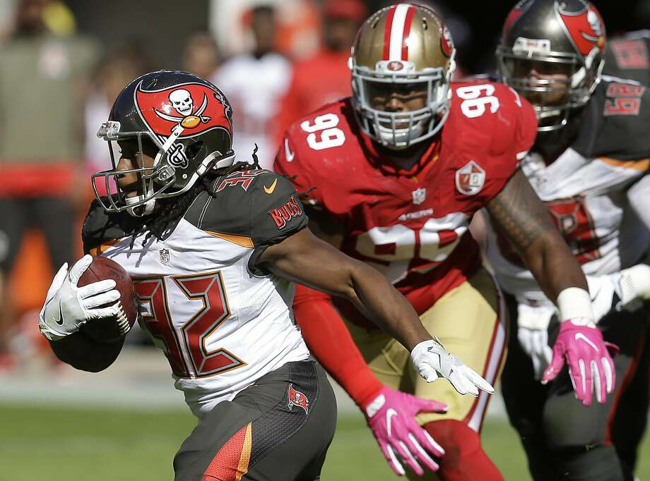 Tampa Bay running back Jacquizz Rodgers (32) had 154 yards rushing against DeForest Buckner (99) and the 49ers' defense. Photo: Ben Margot, Associated Press