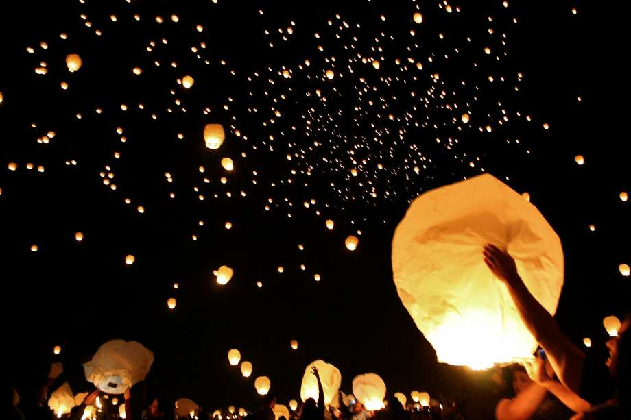 S A Man Peion Helped End Por Sky Lantern Festival On South Padre Island