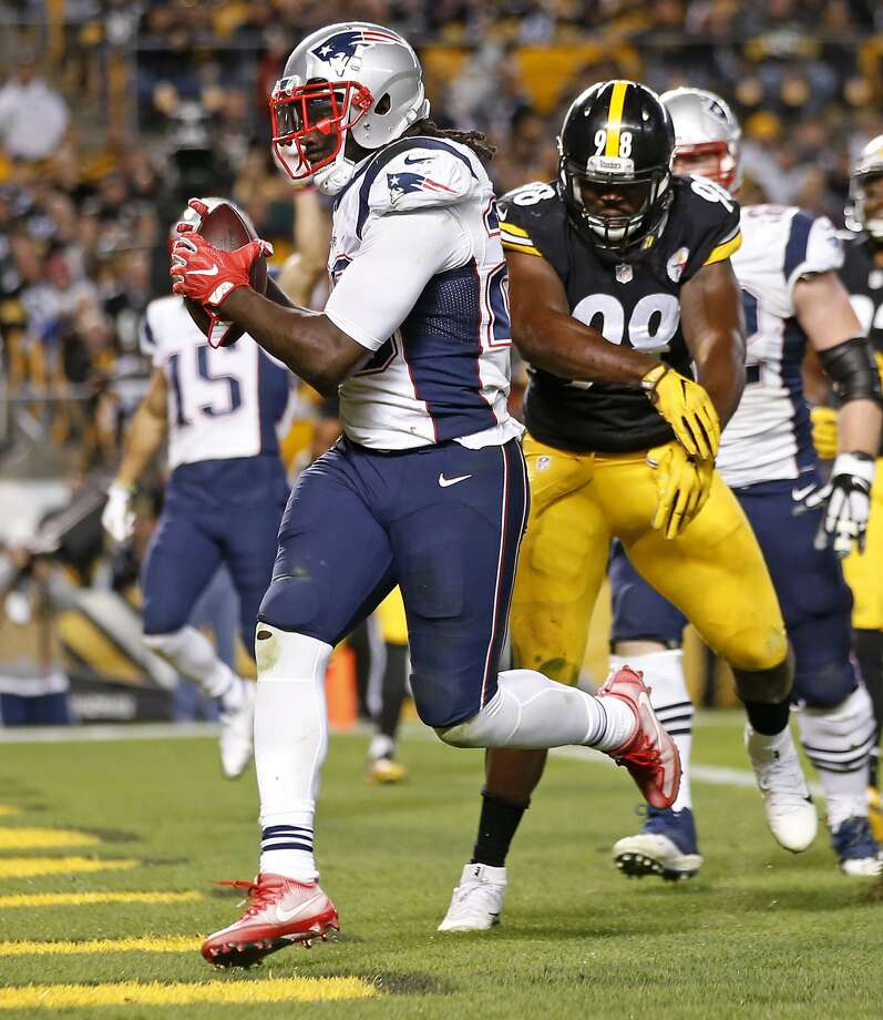 New England's LeGarrette Blount had two TDs against his former team. Photo: Jared Wickerham, Associated Press