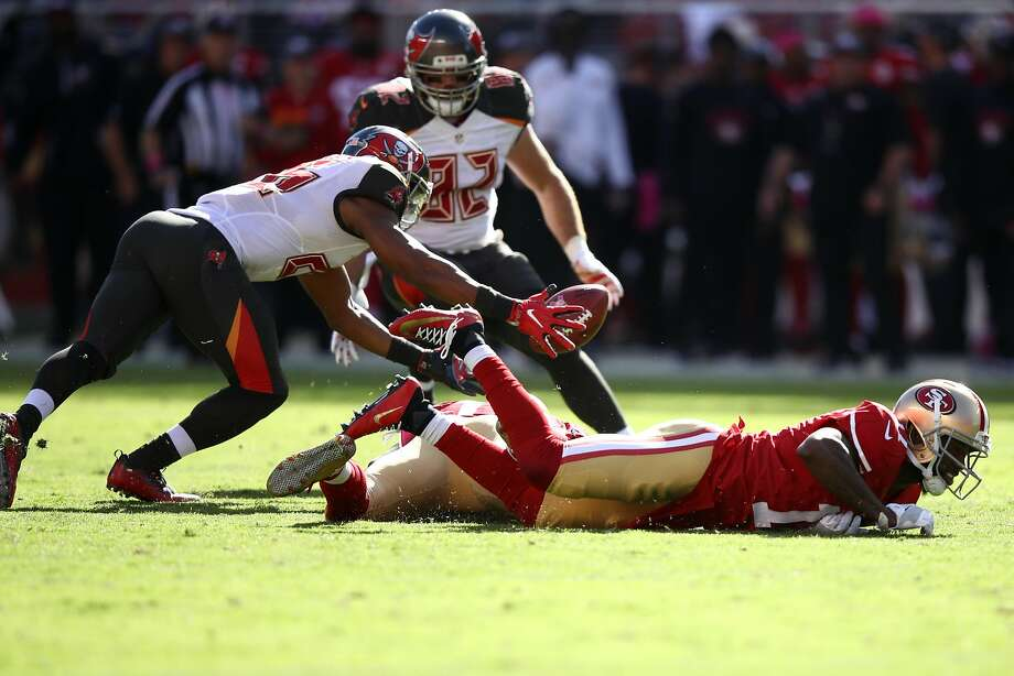 SANTA CLARA, CA - OCTOBER 23:  Josh Robinson #26 of the Tampa Bay Buccaneers dives for a muffed punt by Adam Humphries #11 during their NFL game against the San Francisco 49ers at Levi's Stadium on October 23, 2016 in Santa Clara, California.  (Photo by Ezra Shaw/Getty Images) Photo: Ezra Shaw, Getty Images