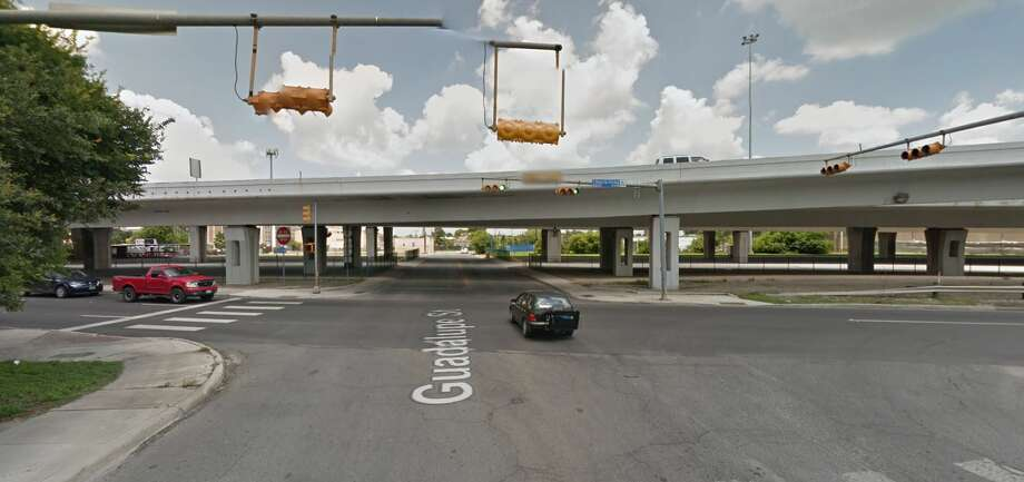 The intersection of Guadalupe Street and Interstate 35, where police found a motorcyclist dead in a parking lot on Oct. 22, 2016. Photo: Google