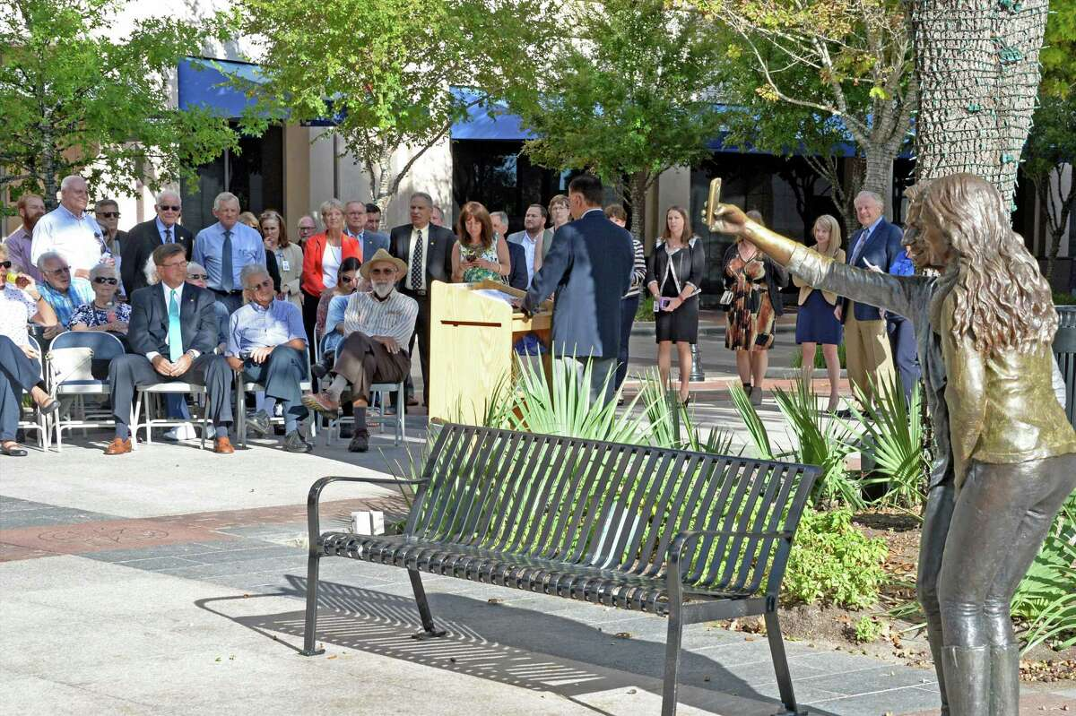 Sugar Land Town Square is a walkable development with qualities of traditional American small towns.