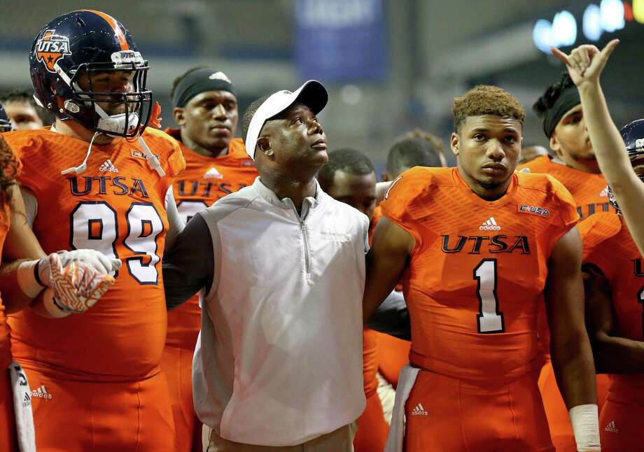 UTSA head coach Frank Wilson stands with players including Baylen Baker (99), and Devron Davis (1) during the school song after their loss to UTEP in San Antonio on Oct. 22, 2016. UTEP won 52-49 in five overtimes. Photo: Edward A. Ornelas /San Antonio Express-News / San Antonio Express-News