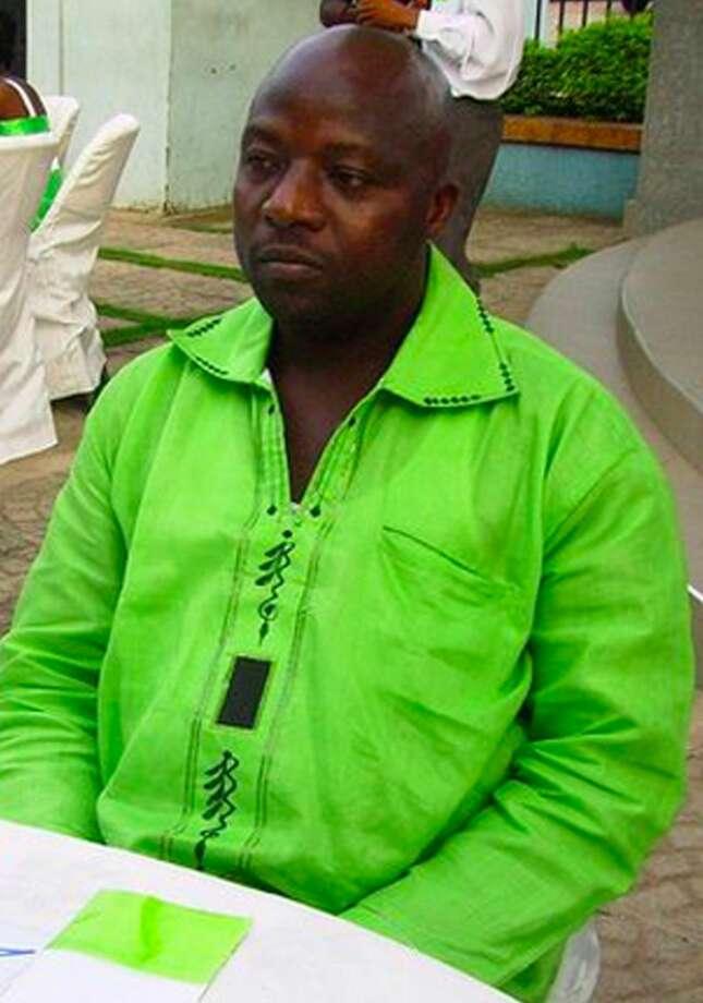 Foto del 2011 provista por Wilmot Chayee donde se ve a Thomas Eric Duncan en una boda en Ghana. Duncan es el primer paciente que es diagnosticado con Ébola en EU. (Foto por Wilmot Chayee/AP)