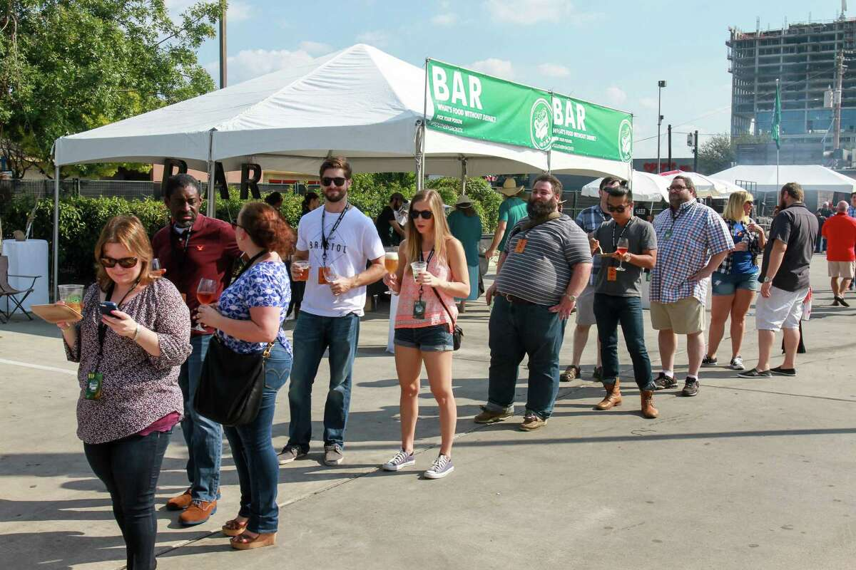 People in line for Aaron Franklin Barbecue at Southern Smoke, a huge barbecue event sponsored by Underbelly. (For the Chronicle/Gary Fountain, October 11, 2015)