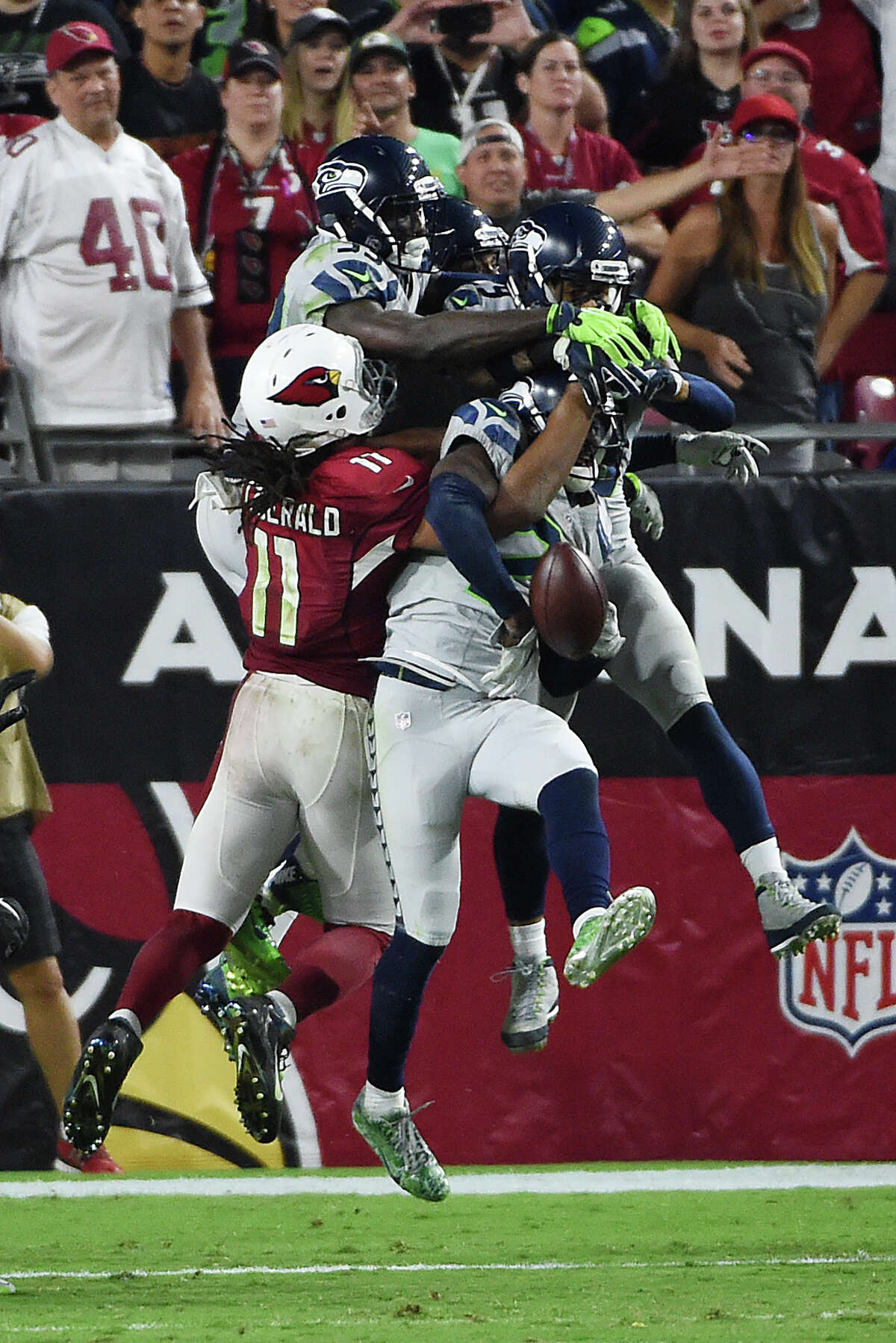 Larry Fitzgerald of the Arizona Cardinals battles for the ball with Jeremy Lane, Earl Thomas and Kelcie McCray of the Seattle Seahawks during the final seconds of overtime at University of Phoenix Stadium on October 23, 2016 in Glendale, Arizona. (Photo by Norm Hall/Getty Images)