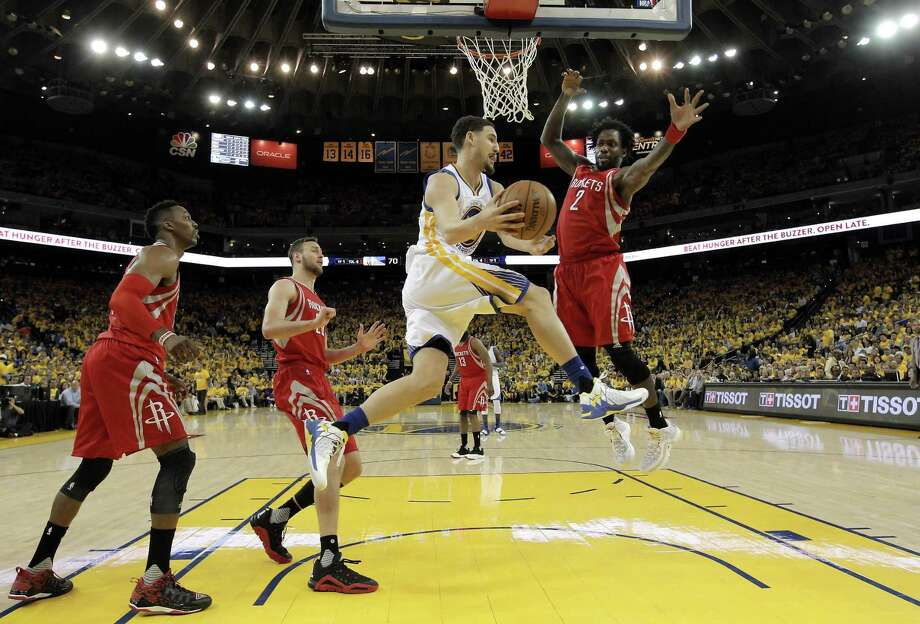 Klay Thompson drives between the Rockets' Dwight Howard (left), Donatas Motiejunas and Patrick Beverley during Game 2 of the teams' first-round playoff series, a 115-106 win. Photo: Carlos Avila Gonzalez / Carlos Avila Gonzalez / The Chronicle / San Francisco Chronicle/Carlos Avila Gonzalez