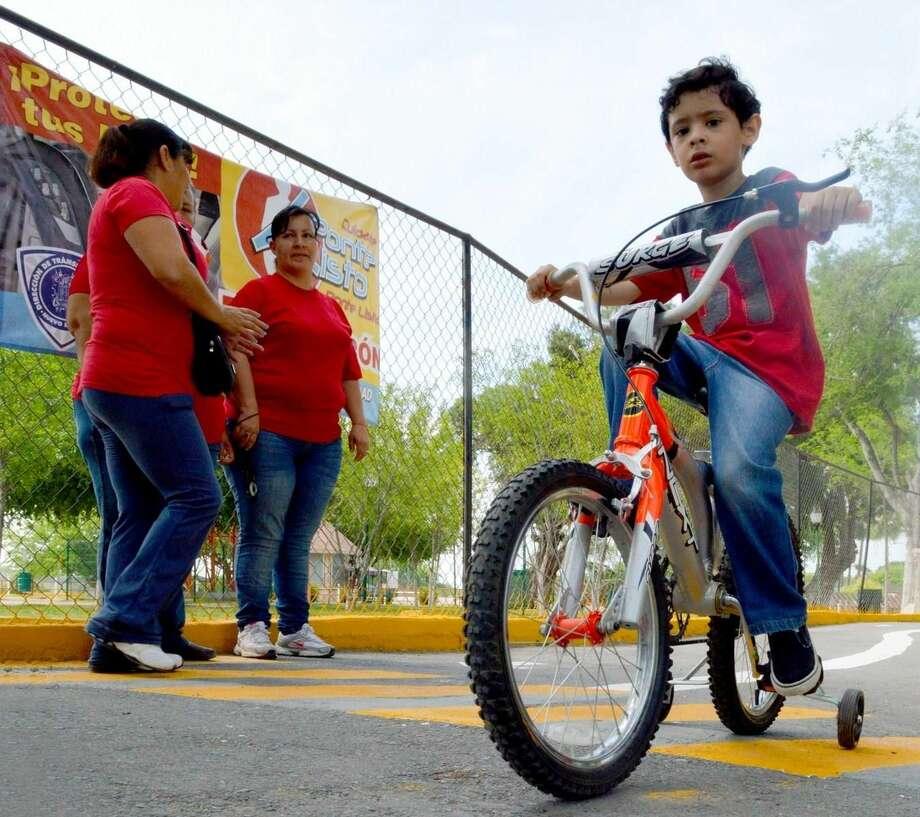 Uno de los niños que participó en el taller de educación vial impartido por el Departamento de Vialidad y Transporte de Nuevo Laredo, México.