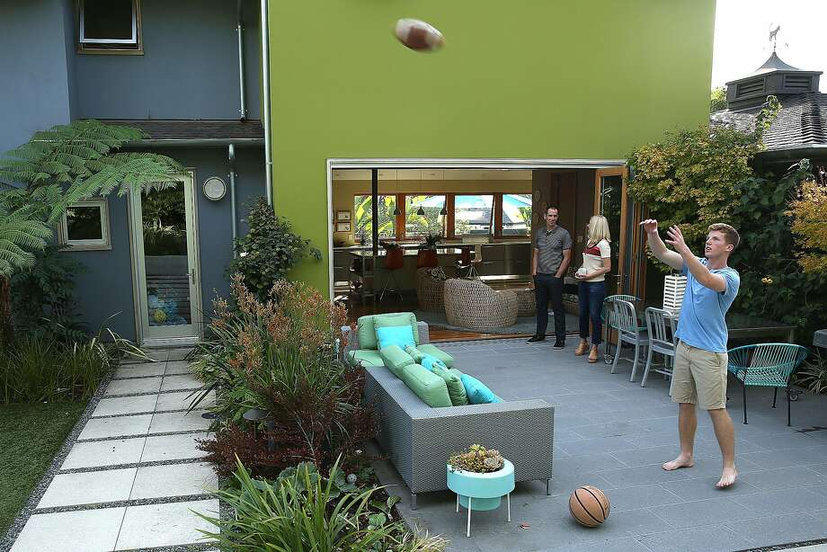 The patio of Jody Brettkelly's Rockridge home. Photo: Liz Hafalia, The Chronicle