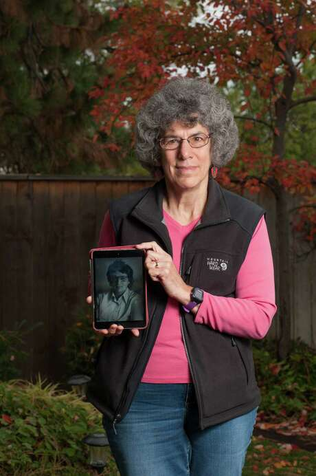 Bonnie Reagan holds a photo of her mother, Del Greenfield. Greenfield ended her life at 91 by voluntarily stopping eating and drinking, a method of dying used by some with terminal illnesses. Photo: EZRA MARCOS AYALA, STR / NYTNS
