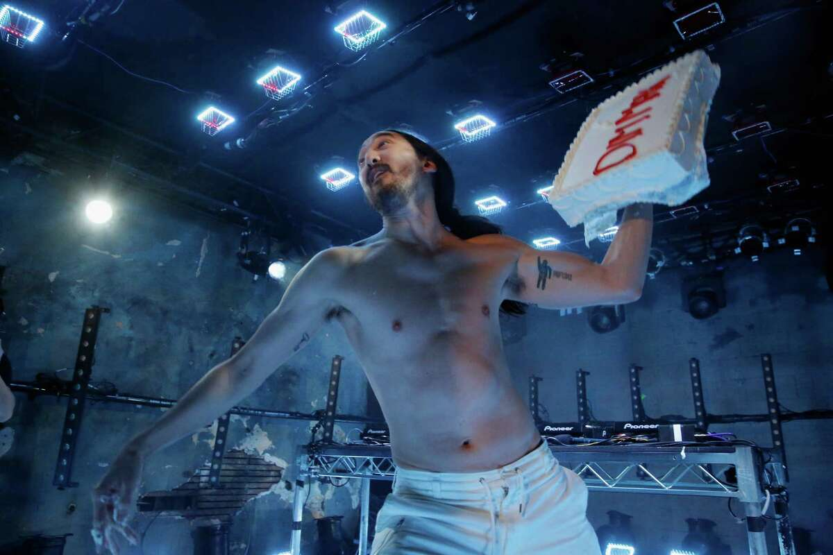 """LOS ANGELES, CA - OCTOBER 13: Musician Steve Aoki performs onstage during MTV's """"Wonderland"""" LIVE Show on October 13, 2016 in Los Angeles, California."""