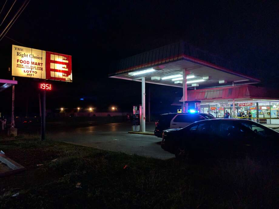 San Antonio Police Department officers said a 29-year-old man was struck by gunfire at about 8:30 p.m. in the parking lot of The Right Choice Food Mart, 8011 Midcrown Dr. on Oct. 25, 2016. Photo: Jacob Beltran