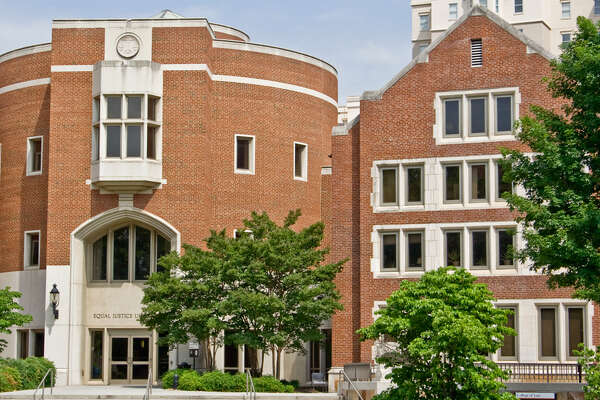 27. University of Tennessee     Number of billionaires : 3