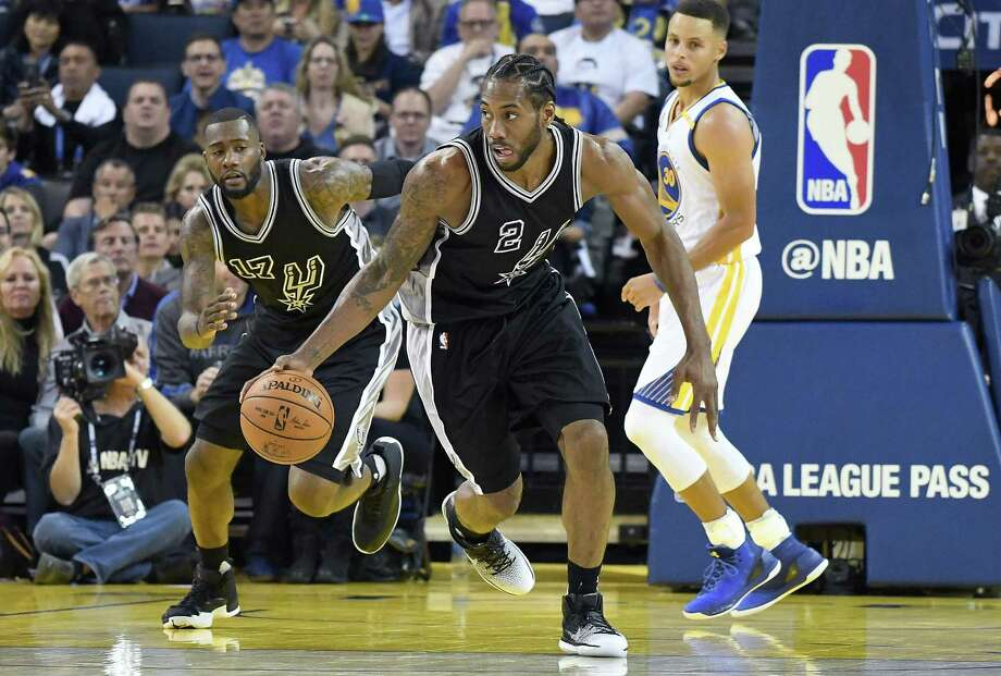 Kawhi Leonard of the Spurs dribbles up court against the Golden State Warriors during the third quarter at Oracle Arena on Oct. 25, 2016 in Oakland, Calif. Photo: Thearon W. Henderson /Getty Images / 2016 Getty Images