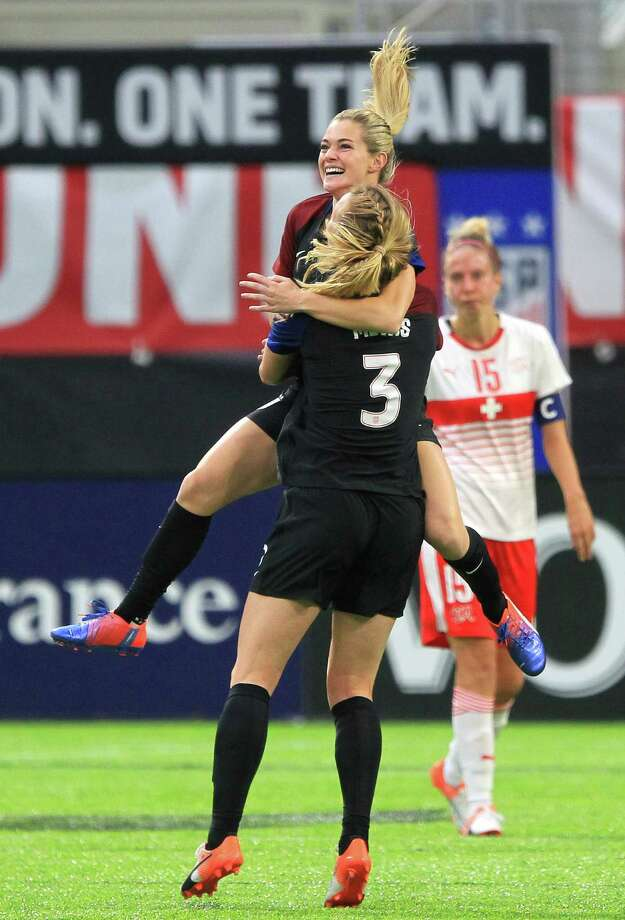 United States' Kealia Ohai (7) is congratulated by teammate Samantha Mewis after scoring a goal in her first appearance with the national team in the second half during an international friendly soccer match against Switzerland, Sunday, Oct. 23, 2016, in Minneapolis. (AP Photo/Andy Clayton-King) Photo: Andy Clayton-King, Associated Press / FR51399 AP