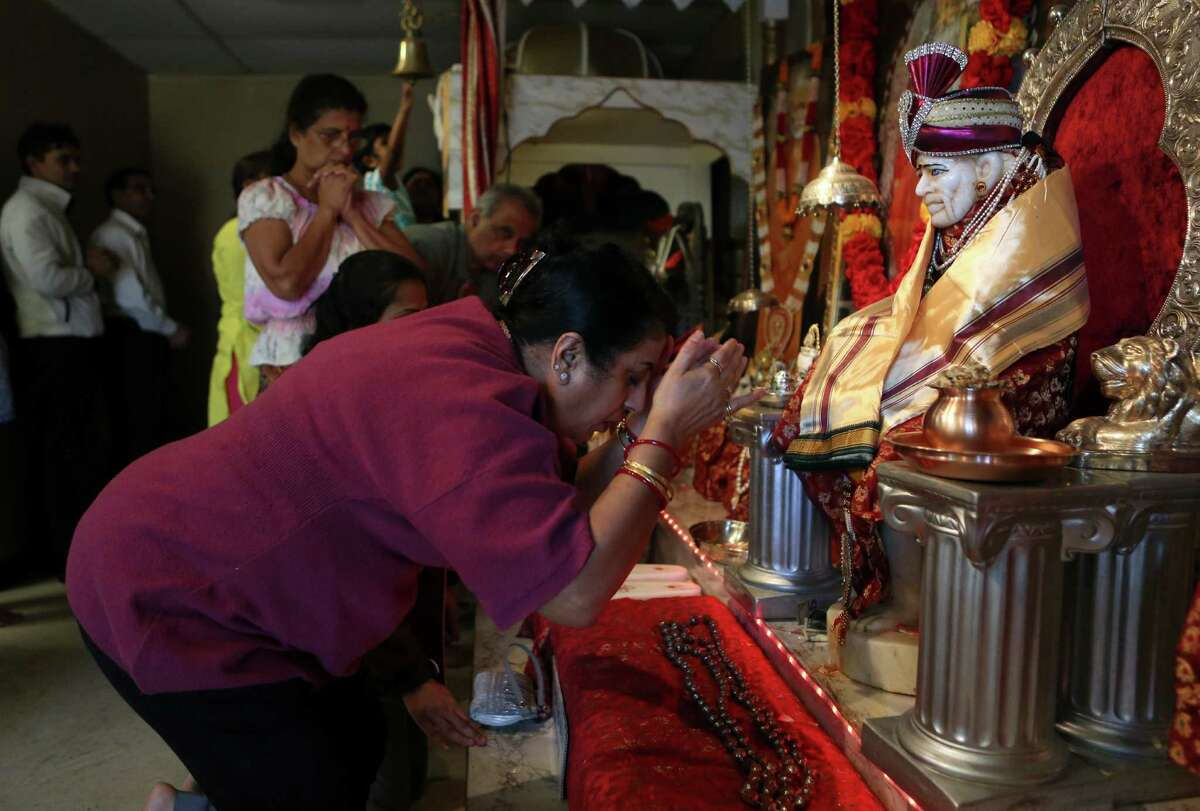 FOR THE MILLION PROJECT. DO NOT PUBLISH ONLINE OR IN PRINT WITHOUT SPEAKING TO A PHOTO EDITOR FIRST. THANKS. Reeta Chaudhury, of India, prays to God while bowing before the statue of Saibaba during Madhyana Arthi at Jalaram Saibaba Temple on Thursday, Feb. 12, 2015, in Houston. ( Mayra Beltran / Houston Chronicle )