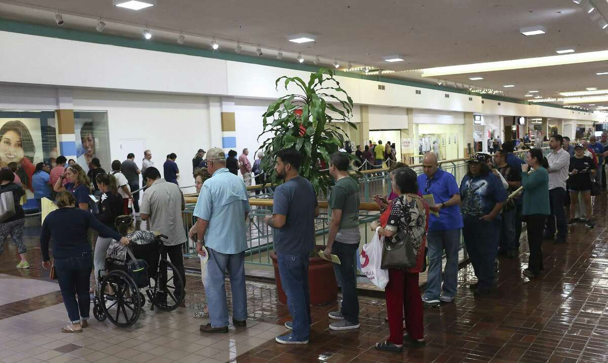Voters line up for early voting at the Wonderland of the Americas Mall. A reader credits election officials for their superb handling of the big crowds at early voting sites throughout San Antonio.