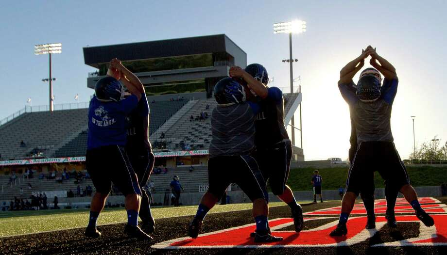 The New Caney defense warms up before a District 21-5A high school football game against Spelndora Thursday, Sept. 29, 2016, in Porter. Photo: Jason Fochtman, Staff / Houston Chronicle