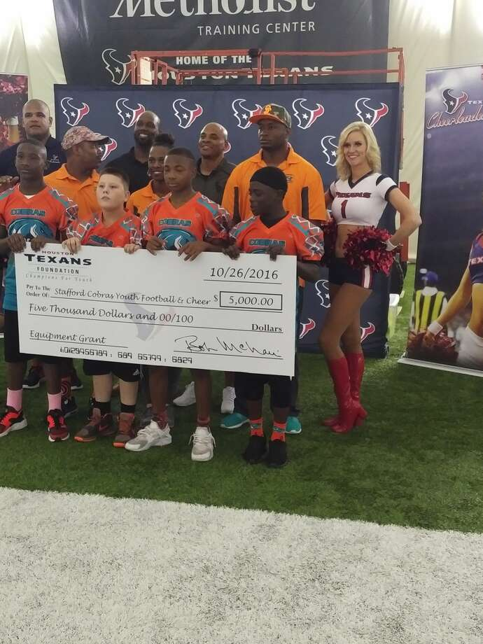 Texans, Rick Smith give back to youth football leagues
