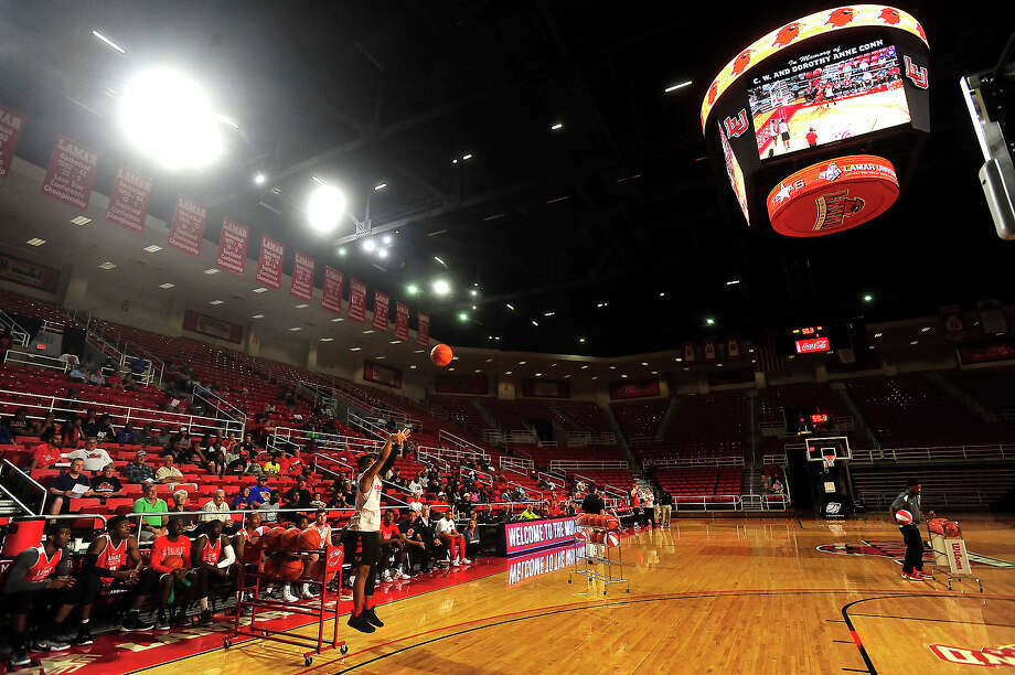 Lamar's fans and players gathered under their new lights and scoreboard during Tuesday night's annual Red vs. White scrimmage in the Montagne Center. The pre-season game also featured 3-point and dunking contests and a $5,000 fan shooting contest.  Photo taken Tuesday, October 25, 2016 Kim Brent/The Enterprise Photo: Kim Brent / Beaumont Enterprise