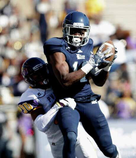 Rice Owls wide receiver Temi Alaka (12) catches a pass for a touchdown defended by Prairie View A&M Panthers cornerback Sonnie Williams (30) in the second quarter during the NCAA football game between the Prairie View A&M Panthers and the Rice Owls at Rice Stadium in Houston, TX on Saturday, October 22, 2016.   The Owls lead the Panthers 45-14 at halftime. Photo: Tim Warner, Freelance / Houston Chronicle
