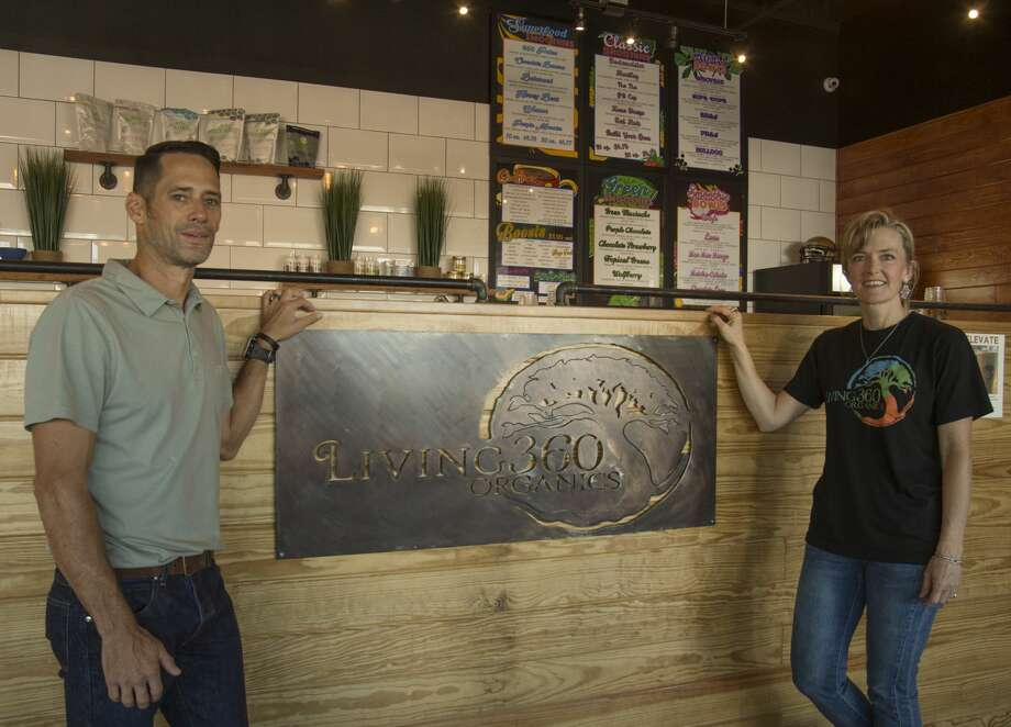 Living 360 owners Kelly andStephanie Brown see it as theirmission to share the benefits ofclean eating with the community. Photo: Tim Fischer/Midland Reporter-Telegram