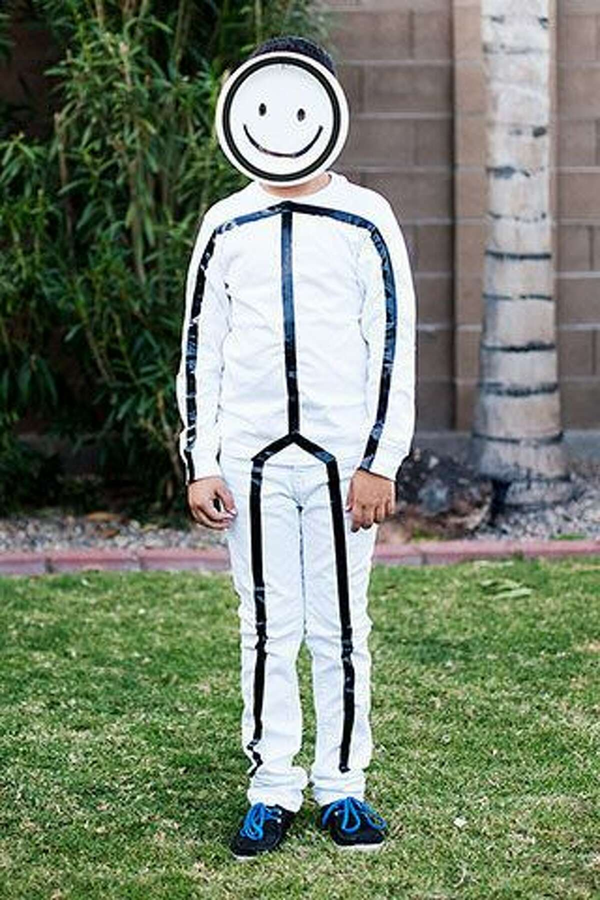 Stick FigureWhat you'll need:- White clothes- Electrical tape Photo: Pinterest