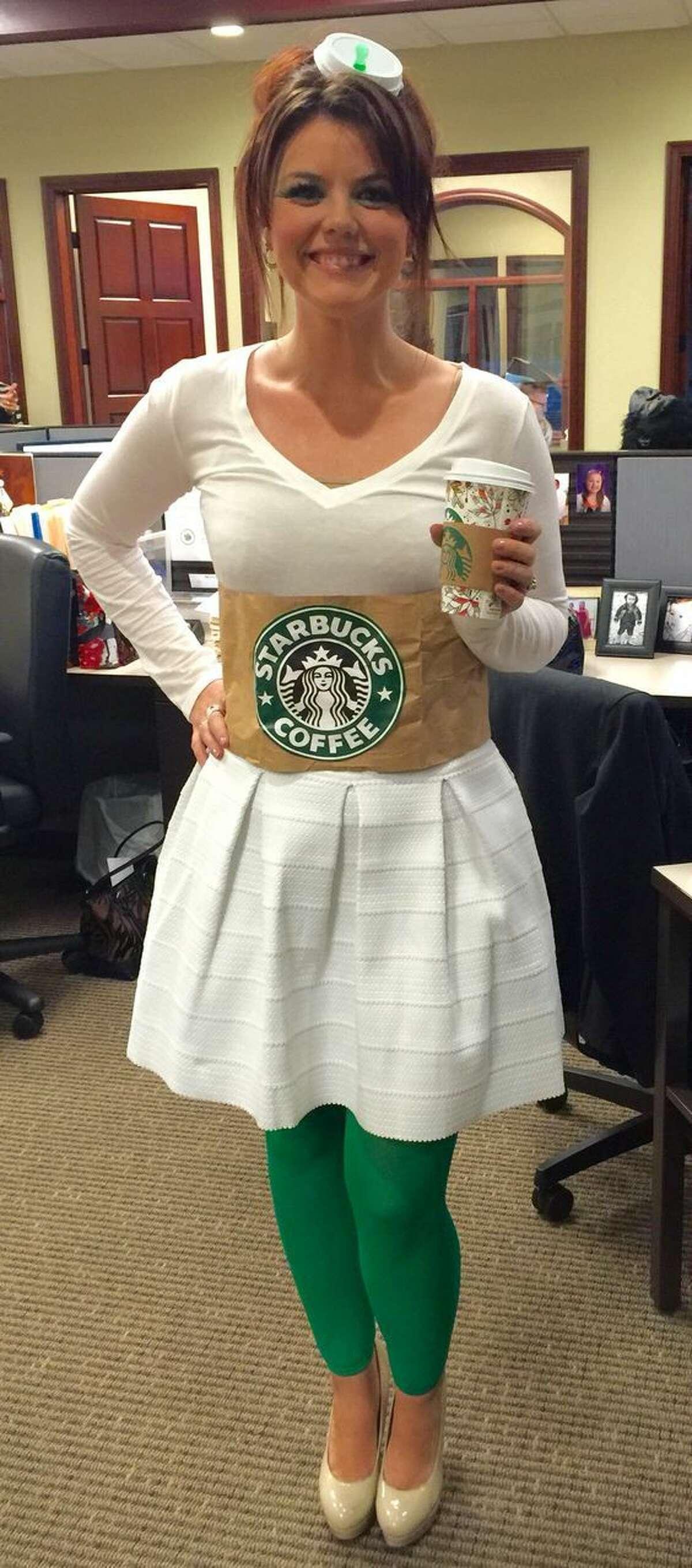 Starbucks CoffeeWhat you'll need:- White dress/ Shirt- Green leggings/ Pants- Large Starbucks bag Photo: Pinterest