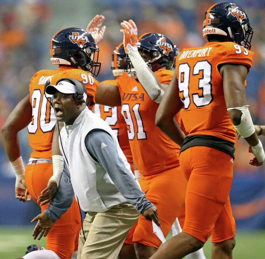 UTSA Roadrunners coach Frank Wilson greets players as they copme off the field after a play against the UTEP Miners on Oct. 22, 2016 at the Alamodome. Photo: Edward A. Ornelas /San Antonio Express-News / © 2016 San Antonio Express-News