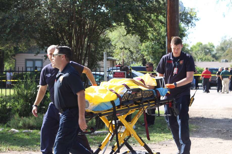 San Antonio police and emergency crews respond to the scene of a  shooting in the 200 block of Rainbow Drive on Thursday, Oct. 27, 2016. Photo: Tyler White