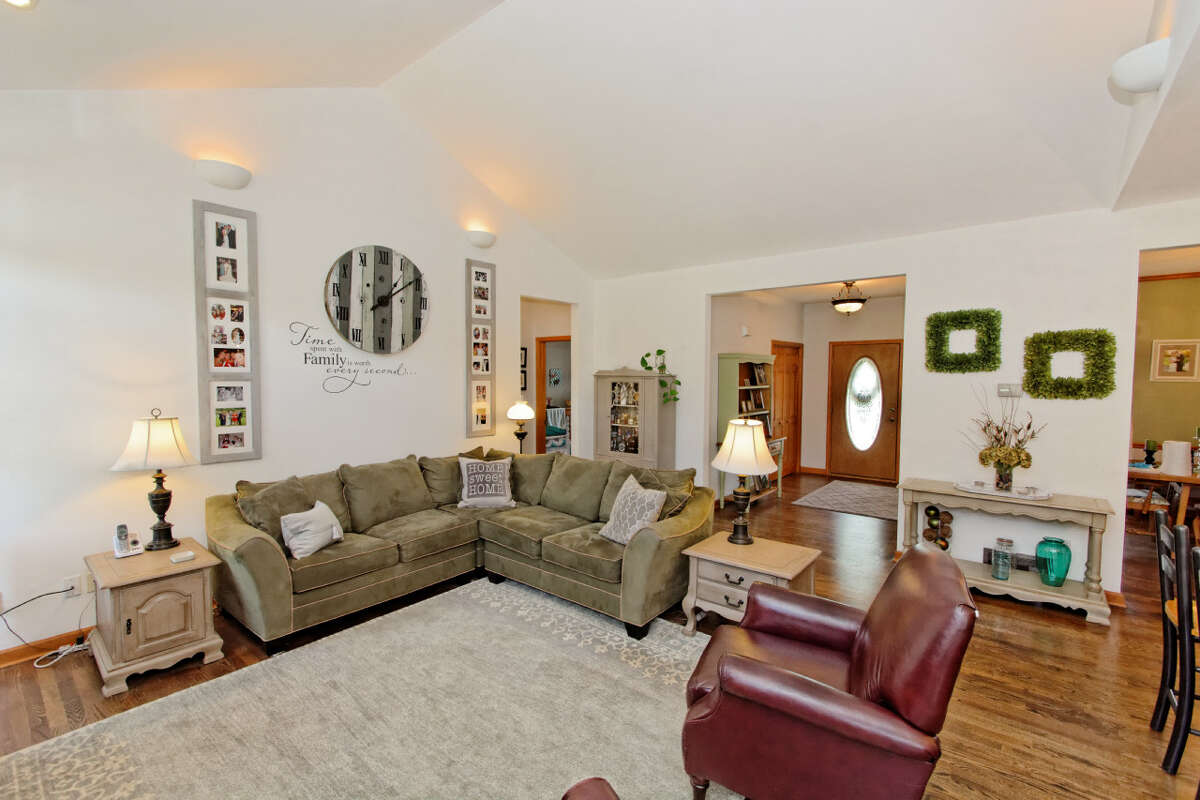 House of the Week: 6 Catallo Drive, Waterford   Realtor: Christopher Culihan of Coldwell Banker Prime Properties   Discuss: Talk about this house